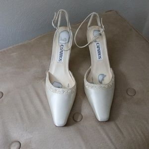 Caparros ivory silk occasion heels w/tiny pearls